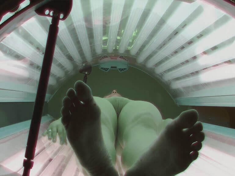 Scharfes Voyeur Sexbild von geilem Fickschlitz im Solarium