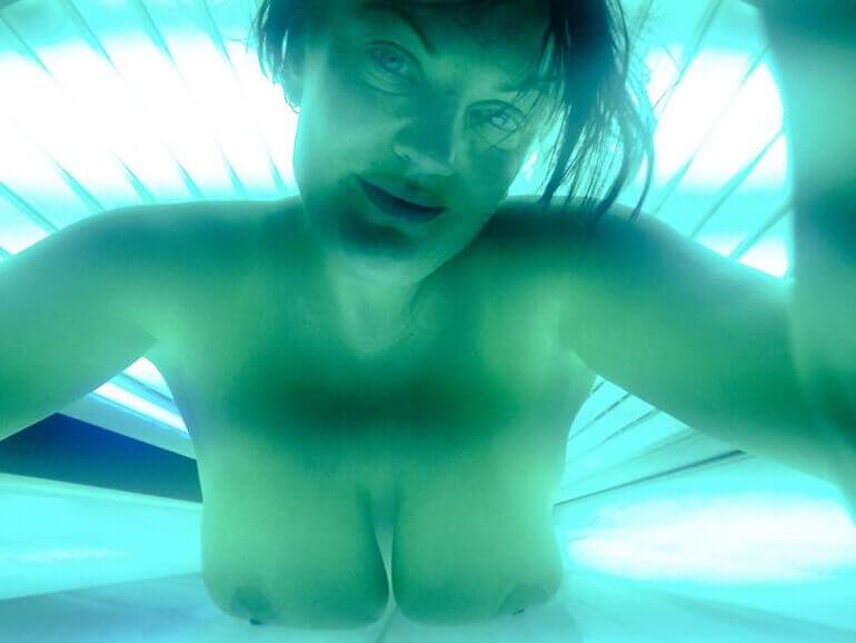 live sonnenbank cams zeigen vollbusige hausfrau nackt